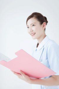 診察をする女医の画像