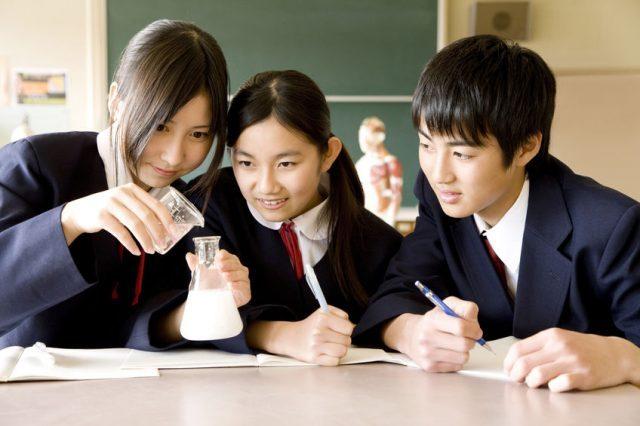 中学生・高校生女子に見られる髪の毛がよく抜ける原因