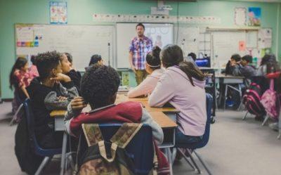高校生の授業風景の画像