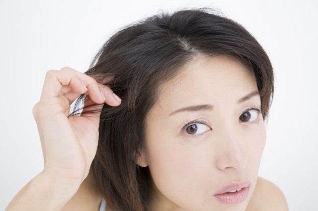 女性の薄毛に悩む箇所で多いのが生え際!