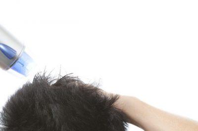 ②ドライヤーで頭皮を完全に乾かしてから使う