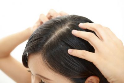 ④頭皮マッサージで、育毛剤を揉み込む